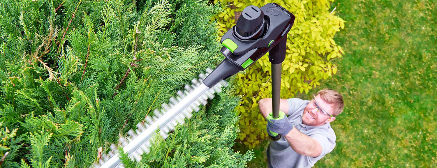 After comparing many different cordless hedge trimmer we thought it was time to do a Gtech Hedge HT 3.0 Trimmer Review. Lightweight & long longer running times.