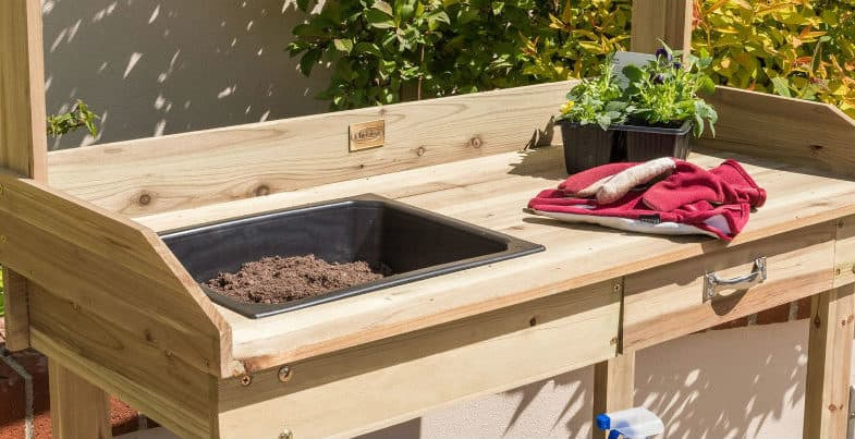 Top 6 Best Potting Benches – Wood vs metal and our top picks