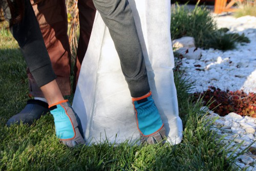 Frost jacket to protect plants from frost