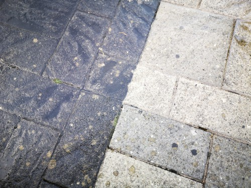 Cleaning patio slabs with bleach