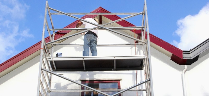 Scaffold towers are great for the DIY enthusiast or professionals who need to work safely at height on a stable platform. See our 4 best scaffold tower reviews.