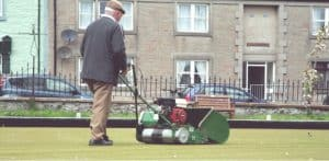 In this guide, we look at the best mowers for bowling green lawns which are mainly petrol powered cylinder lawns mowers. Compare 4 models, one cordless electric