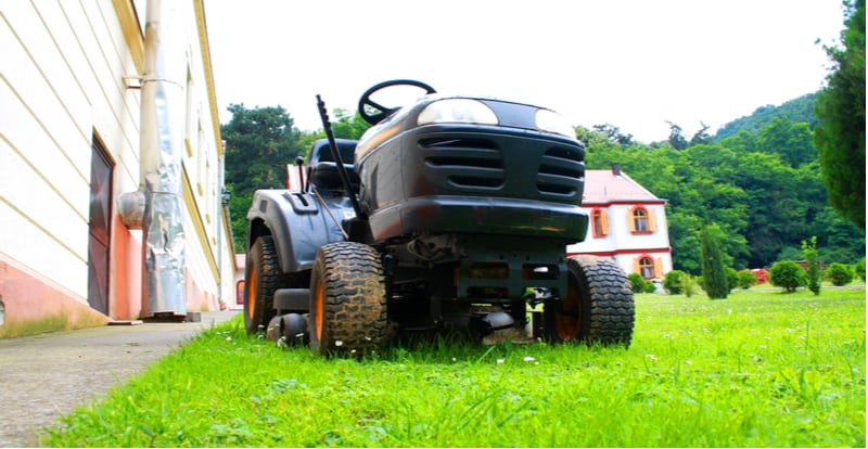 Best Ride On Lawn Mower Reviews. Ride on lawn tractors can be a great addition if you have a large lawn or paddock. We look at 5 of the best ride on lawn mowers starting from £1000 to £3000.
