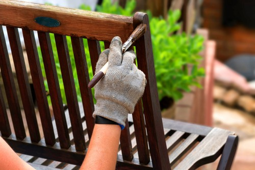 Painting garden bench with wood protector