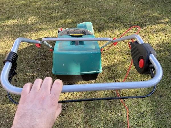 Bosch 1100 AVR Verticutter  handle bar operation