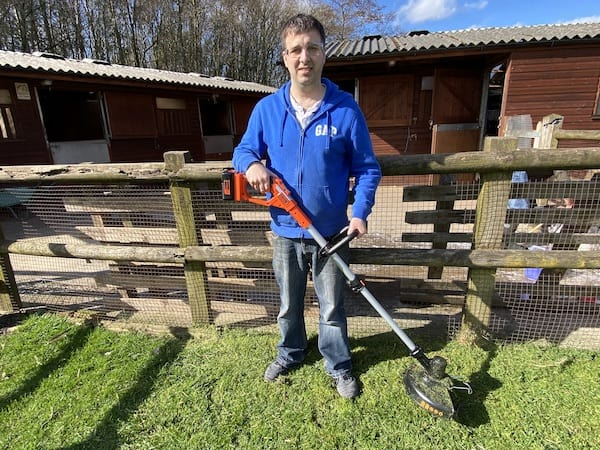 Black + Decker cordless strimmer review and testing on large lawn