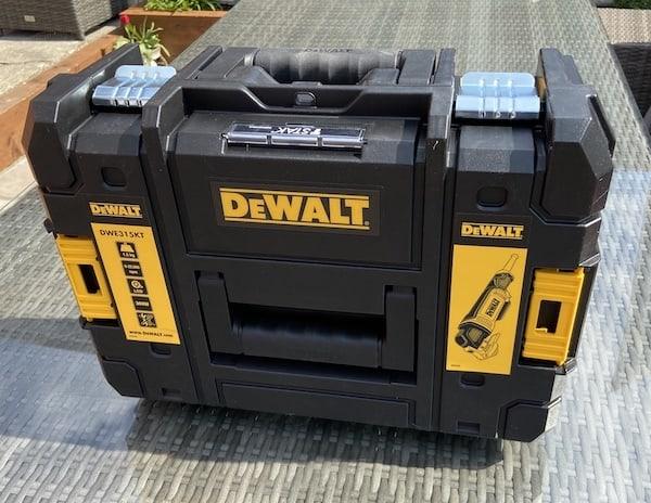 DeWalt DWE315KT Oscillating Multi-Tool sturdy cary case