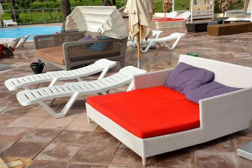 Garden day beds and sun lounger comparisons