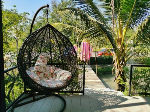 Double garden swinging egg chair