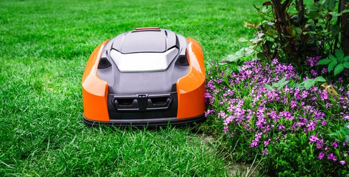 Robot lawn mower cutting right to the edge of the lawn