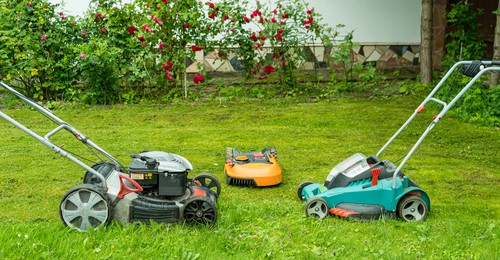 Comparison between electric, petrol and robotic lawn mowers