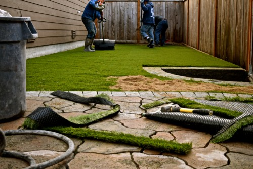 Measuring and cutting artificial grass