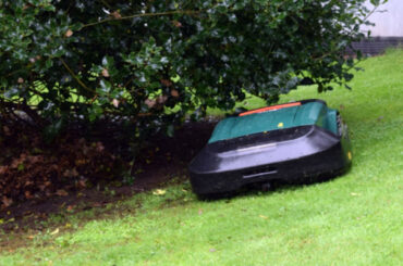Robot lawn mowers have come a long way but which are the best robot lawn mowers for slopes? I have compared the best models for slopes up to 35%. Read review
